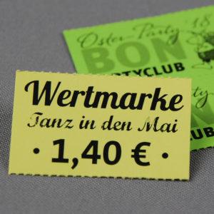 Wertmarken auf farbigem Papier